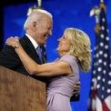 <p> Bà Jill Biden là tín đồ ưa chuộng đồng hồ Cartier, đặc biệt là mặt hình chữ nhật. Phu nhân Tổng thống đắc cử Joe Biden được công chúng phát hiện đeo thiết kế mang tính biểu tượng của nhãn hàng Pháp. Ảnh: <em>Insider.</em></p>