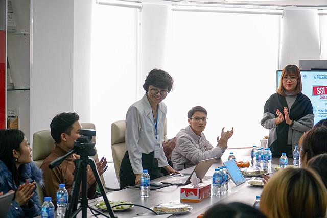 Bà Đào Thị Thanh Hoa – Phó trưởng phòng công tác học sinh sinh viên khoa Quốc tế - ĐHQGHN chia sẻ trong buổi WorkShop.
