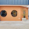 <p> Goon Yard là một trong những dự án khởi nghiệp đáng chú ý và đầy cảm hứng trong nhiều tháng qua. Sau một thời gian dài gặp gỡ và thảo luận với khách hàng, cuối cùng đội ngũ kiến trúc sư của Ksoul Studio đã đưa ra sự thay đổi đột phá trong phong cách thiết kế.</p>