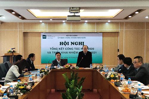 Thứ trưởng Bộ Tài chính Huỳnh Quang Hải phát biểu chỉ đạo tại hội nghị. Ảnh: Duy Thái.