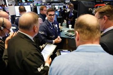 Cổ phiếu ngân hàng lao dốc, Phố Wall giảm điểm