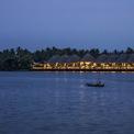 <p> Nằm trên vùng đất của xứ dừa, một nhà hàng chính và 8 căn lều riêng biệt âm thầm hiện ra với hình dáng làm từ vật liệu hữu cơ. Chuỗi quần thể trở nên hấp dẫn hơn bởi sự gắn kết của gió và nước.</p>