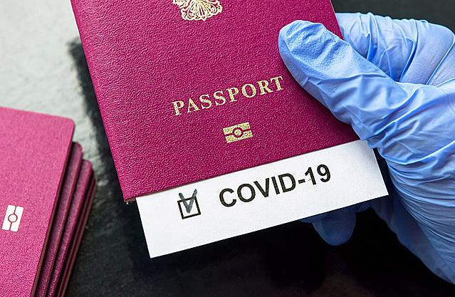 """""""Hộ chiếu vaccine"""" sẽ trở thành yêu cầu bắt buộc với du khách hậu Covid-19? - Ảnh: Getty Images"""