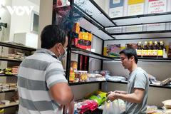 Hàng đặc sản Tết ở TP HCM khan hiếm, giá tăng