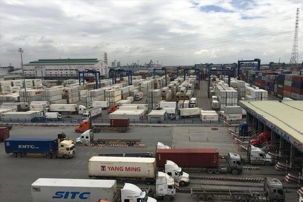 Giữa lúc thiếu vỏ container xuất khẩu, cả nghìn container vô chủ 'đắp chiếu'