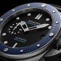 <p> Chiếc đồng hồ được sản xuất 500 chiếc và có giá 9.800 USD. Thiết kế phù hợp với các chàng trai năng động, yêu thích thể thao. Ảnh: <em>Sina.</em></p>