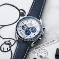 """<p> <strong>The Omega Speedmaster """"Silver Snoopy Award"""" 50th Anniversary</strong> giúp người dùng nhớ lại tuổi thơ với hình ảnh chó Snoopy. Chiếc đồng hồ kỷ niệm 50 năm này sử dụng vỏ Speedmaster 42 mm cổ điển, được trang bị bộ chuyển động lên dây cót bằng tay và cung cấp khả năng dự trữ năng lượng trong 50 giờ. Ảnh:<em> Watch Advice.</em></p>"""