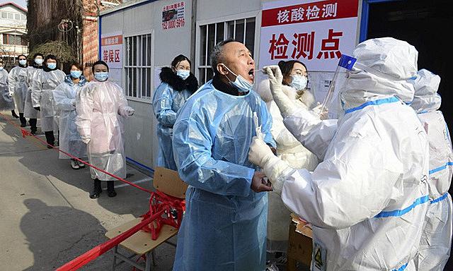 Xét nghiệm nCoV tại một xã ở tỉnh Hà Bắc của Trung Quốc hôm 16/1. Ảnh: AFP.
