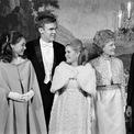 <p> Đệ nhất phu nhân Pat Nixon mặc chiếc váy màu vàng tại lễ nhậm chức của Tổng thống Richard Nixon năm 1969. Ảnh: <em>AP</em></p>