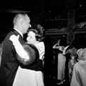 <p> Bà Bird Johnson chọn thiết kế của John Moore trong buổi lễ nhậm chức năm 1965 của chồng - Lyndon B. Johnson. Ảnh: <em>AP</em></p>