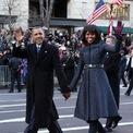 <p> Năm 2013, bà Michelle Obama mặc một chiếc áo khoác màu xanh với giày J. Crew trong lễ nhậm chức lần thứ hai của ông Obama. Ảnh: <em>Reuters</em></p>