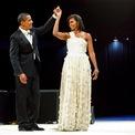 <p> Sau đó, bà chọn chiếc đầm trắng của Jason Wu cho tiệc khiêu vũ. Ảnh: <em>Reuters</em></p>