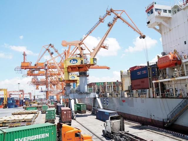 Kinh tế Việt Nam 2021: Thận trọng với các cơ hội phục hồi