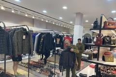 Phát hiện cơ sở kinh doanh hàng thời trang nghi nhập lậu trị giá trên 1,5 tỷ đồng tại Quảng Ninh