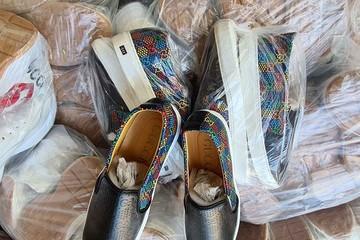 Tiêu hủy hơn 200 đôi giày giả mạo thương hiệu Gucci