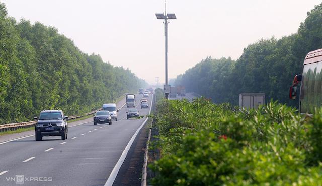 Tuyến cao tốc Hà Nội - Cầu Giẽ - Ninh Bình sẽ hạn chế, cấm xe tải trọng từ 10 tấn, xe khách 24 chỗ. Ảnh: Bá Đô.