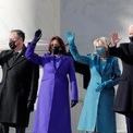 """<p class=""""Normal""""> Ông Biden đến tòa nhà quốc hội Mỹ vào khoảng 10h30 ET ngày 20/1 (22h30 giờ Hà Nội). Từ phải qua trái là Tổng thống Joe Biden, đệ nhất phu nhân Jill Biden, Phó tổng thống Kamala Harris cùng chồng Doug Emhoff.</p>"""