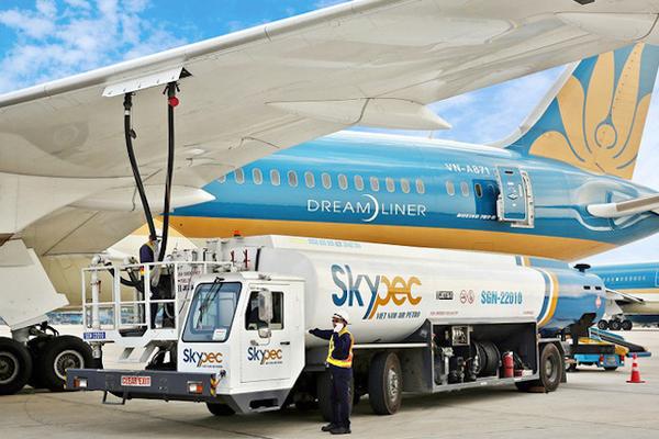 Thuế bảo vệ môi trường với nhiên liệu bay được giảm 30% đến hết năm nay