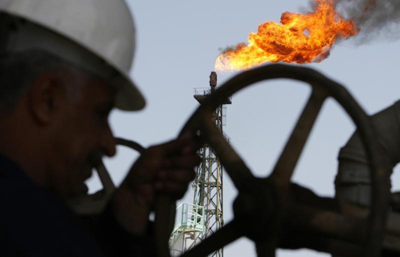 Tồn kho tại Mỹ dự báo tăng, giá dầu trái chiều
