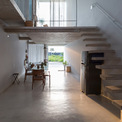 <p> Các kiến trúc sư đã chia công năng của ngôi nhà thành 2 phần: Phần không gian động bao gồm các công năng như bếp, phòng ăn, phòng khách. Không gian tĩnh gồm 2 phòng ngủ, trong đó một dành cho chủ nhà và một dành cho khách.</p>