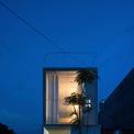 <p> Thi house là một dự án nhà ở nhỏ được thiết kế đặc biệt cho một khách hàng độc thân - một công nhân có thời gian sinh hoạt cố định, chủ yếu trong nhà máy. Dự án được xây dựng trên khu đất quy hoạch 4 m x 17 m nằm ở ngoại ô thành phố với chi phí thấp.</p>