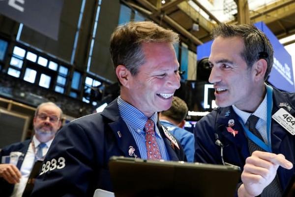 Phố Wall trái chiều, Nasdaq, S&P 500 tiếp tục lập đỉnh