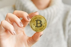 Giá Bitcoin lao dốc, mất mốc 30.000 USD