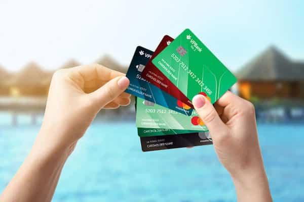 Rút tiền mặt từ thẻ tín dụng với mức phí dưới 2%