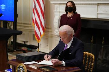 Biden ký 2 sắc lệnh cứu trợ kinh tế