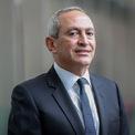 """<p class=""""Normal""""> <strong>2. Nassef Sawiris: 8 tỷ USD</strong></p> <p class=""""Normal""""> Nguồn tài sản: xây dựng, hóa chất</p> <p class=""""Normal""""> Tỷ phú Nassef Sawiris, 60 tuổi, là một thành viên của gia đình giàu có nhất Ai Cập. Anh trai của ông, Naguib cũng là một tỷ phú. Sawiris nhậm chức CEO công ty xây dựng của cha - Orascom Construction năm 1998. Sau đó, ông tách đôi công ty: Một tập trung vào xây dựng, một trở thành hãng sản xuất phân bón từ nitơ hàng đầu thế giới – OCI. Năm 2018, Sawiris và người đồng sáng lập Fortress, Wes Edens mua phần lớn cổ phần câu lạc bộ bóng đá Aston Villa của Anh. (Ảnh: <em>gulfbusiness</em>)</p>"""