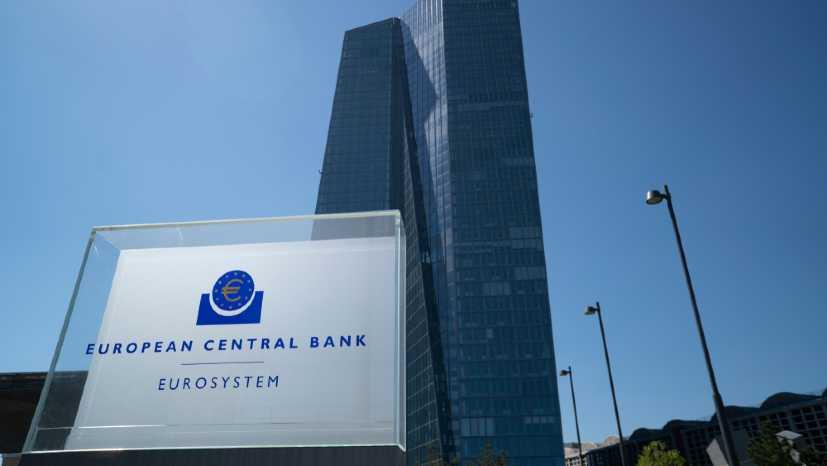 ECB giữ nguyên lãi suất, euro tăng giá so với USD