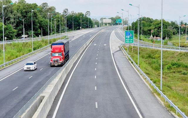 Chuẩn bị thủ tục để trình Quốc hội xin chủ trương đầu tư thêm 3 đoạn cao tốc Bắc - Nam phía Đông còn lại.