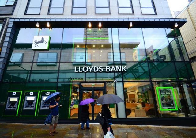 Ngân hàng Việt tiếp tục mạnh tay thưởng Tết cho nhân viên năm nay, còn các ngân hàng lớn trên thế giới thì sao? - Ảnh 2.