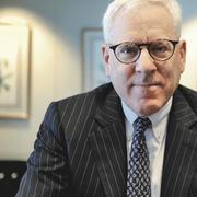 Founder của Carlyle Group quản lý 200 tỷ USD: Người đầu tư thành công không kiếm tiền bằng cảm tính