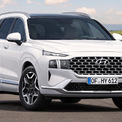 """<p class=""""Normal""""> <strong>Phân khúc SUV 7 chỗ/Crossover D: Hyundai Santa Fe</strong></p> <p class=""""Normal""""> Với 11.425 xe bán ra trong năm 2020, Hyundai SantaFe đã vượt qua Toyota Fortuner (doanh số 8.512 xe) để trở thành mẫu xe SUV/Crossover 7 chỗ bán chạy nhất thị trường Việt Nam. (Ảnh: <em>Hyundai</em>)</p>"""