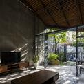 <p> Lấy ý tưởng từ không gian nhà truyền thống Việt Nam, kết hợp với sự hiện đại của thời đại, đội ngũ kiến trúc sư mong muốn mang đến cho gia chủ một tư duy không gian mới nhưng gần gũi với cuộc sống.</p>