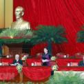 <p> Ủy viên Bộ Chính trị, Chủ tịch Quốc hội Nguyễn Thị Kim Ngân giới thiệu danh sách Đoàn Chủ tịch, Đoàn Thư ký, Ban Thẩm tra tư cách đại biểu để đề nghị Đại hội thông qua.</p>