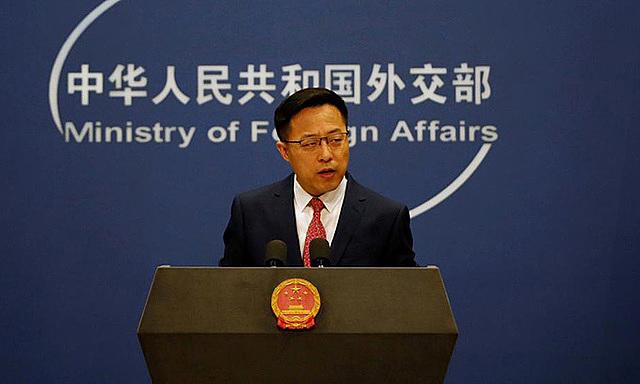 Phát ngôn viên Bộ Ngoại giao Trung Quốc Triệu Lập Kiên trong cuộc họp báo hồi tháng 4/2020 tại Bắc Kinh. Ảnh: Reuters.