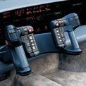 <p> <strong>Oldsmobile Incas</strong>: Khoang lái trông như cabin chiến đấu cơ này thuộc về chiếc xe ý tưởng Oldsmobile Incas đời 1986. Tay lái gồm 2 tay nắm riêng biệt và được tích hợp các nút chức năng gồm cài đặt kiểm soát hành trình, tăng giảm âm lượng, bật/tắt đèn, còi, cài số cho hộp số tự động... Bảng đồng hồ có kích thước lớn và được bố trí các màn hình điện tử để hiển thị thông số vận hành.</p>