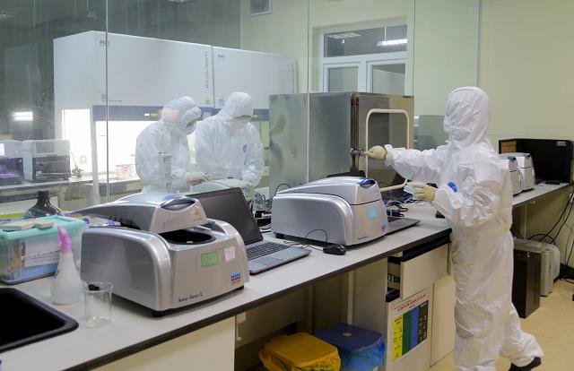 Toàn bộ hệ thống xét nghiệm của CDC tỉnh hoạt động hết công suất để xét nghiệm các mẫu bệnh phẩm.