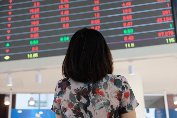 SAB giảm sàn, VN-Index tăng gần 33 điểm