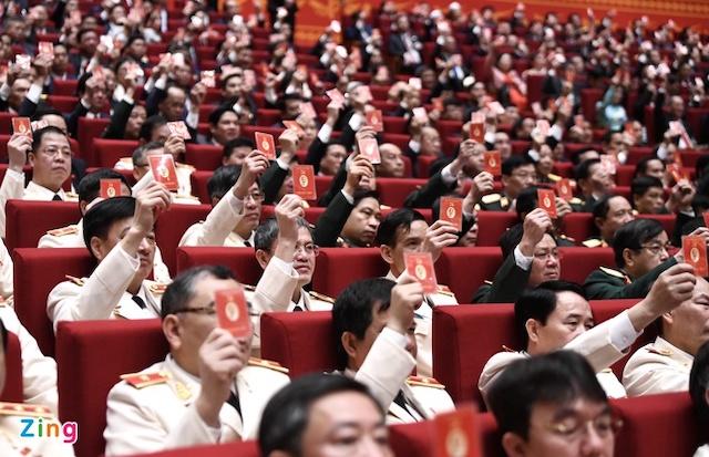 dai-bieu-thong-qua-so-luong-uy-2339-2731