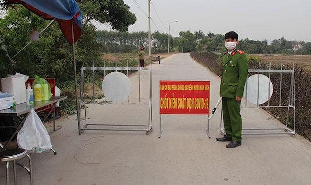 Một chốt kiểm soát dịch Covid-19 tại thôn Quảng Tân (xã Nam Tân) sáng 29.1