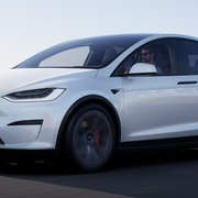 Tesla Model X 2021 được ra mắt, giá từ 83.190 USD