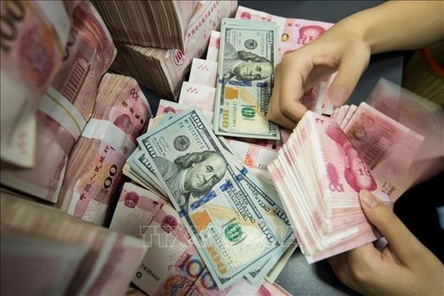 Kiểm đồng 100 Nhân dân tệ tại ngân hàng ở tỉnh Giang Tô, Trung Quốc. Ảnh: AFP/TTXVN Trung Quốc - nước tiên phong
