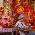 <p> Các mặt hàng thủ công truyền thống cũng được bày bán, mang đến không khí Tết cổ xưa cho người dân thủ đô.</p>