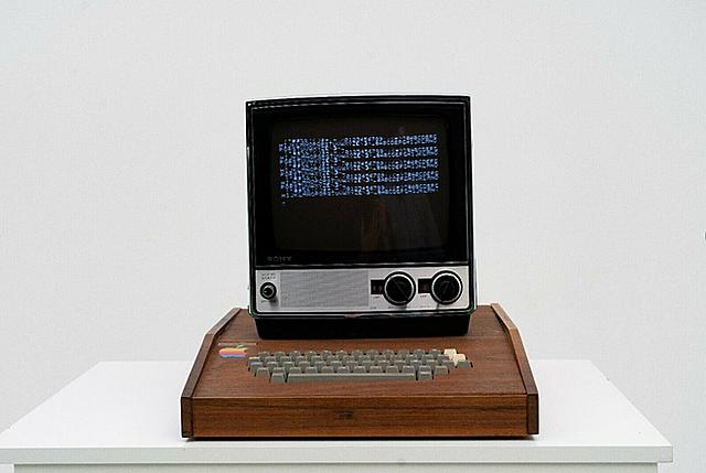 Người bán nói đây là một trong 50 mẫu Apple-1 đầu tiên được thiết kế và làm thủ công bởi Steve Wozniak, nhà đồng sáng lập Apple. Ảnh: eBay.