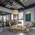 <p> Ánh sáng đã được kiến trúc sư phối hợp thiết kế từ giai đoạn lên ý tưởng để tăng cả sự thoải mái và tạo điều kiện làm việc phù hợp cho mọi người.</p>