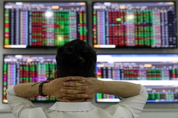 Cổ phiếu lớn lao dốc, VN-Index giảm hơn 21 điểm