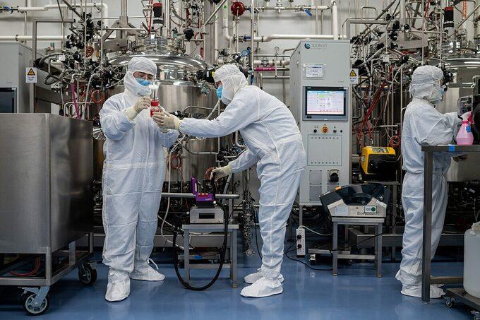 Trung Quốc phá đường dây vaccine Covid-19 giả